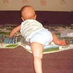Как научить малыша безопасно слезать с дивана