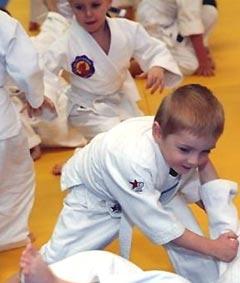 Нормальные родители понимают всю необходимость уроков самообороны в сегодняшней жизни для своих детей