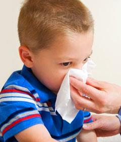 Когда малыш начинает контактировать с другими детьми, отправляется в садик, он обязательно должен болеть