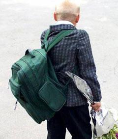 Отрегулируйте лямки так, чтобы сумка как можно плoтнее прилегала к спине ребенка и не сползала ниже поясницы