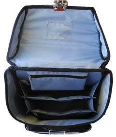 Чем больше в сумке будет внутренних отделений и внешних карманов, тем ребенку легче будет равномерно распределить нагрузку, содержать в порядке и находить нужные ему вещи