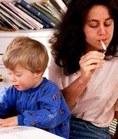 В первую очередь это задача для родителей – таким образом сформировать психику у ребенка, чтобы к подростковому возрасту у него появилось негативное мнение о курении, злоупотреблении алкоголем и употреблении наркотиков