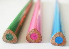 Приобретая карандаши первоклассникам, выбирайте имеющие трехгранный корпус увеличенного диаметра
