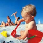 В Великобритании предлагают отбирать у родителей детей, обгоревших на солнце